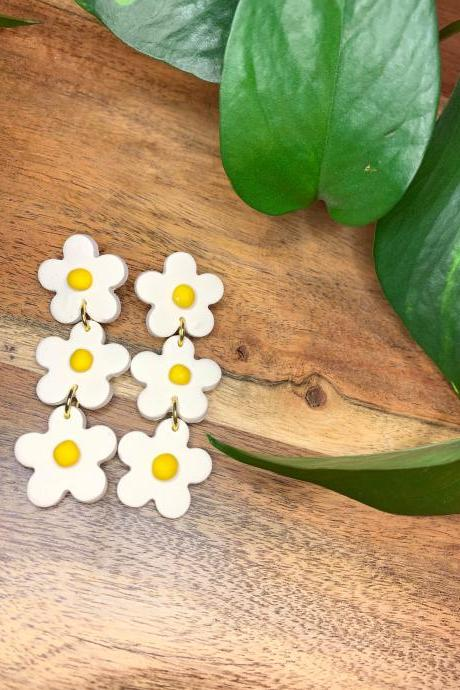 the daisy 2 earrings. cute statement clay floral earrings
